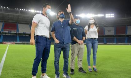 El 'Metro' prendió sus nuevas luminarias para el juego entre Colombia y Argentina