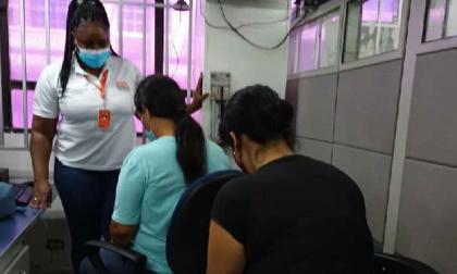 Mujeres denuncian haber sido agredidas por policías en mercado de Santa Marta