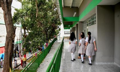 Distrito cierra licitación para adecuación de aulas en colegios oficiales