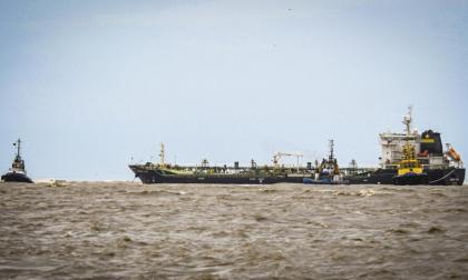 Desencallan buque que llevaba una semana varado en Bocas de Ceniza