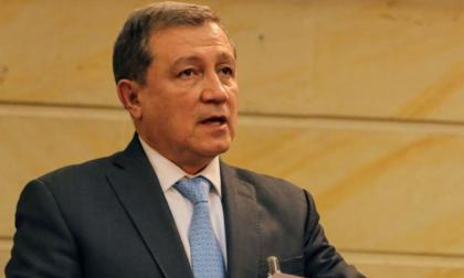 El senador Ernesto Macías sería precandidato presidencial
