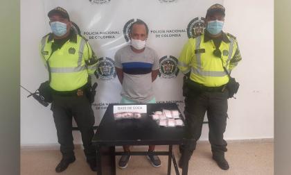 Cae con 50 papeletas de cocaína en un bus intermunicipal