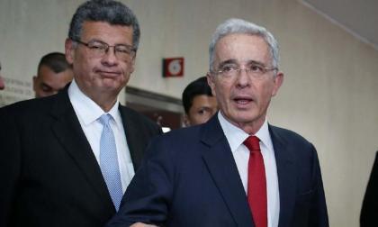 Nuevo choque entre abogado de Uribe y testigos