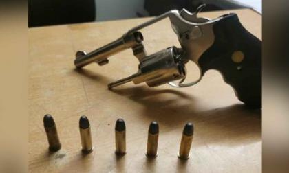 Expolicía mató a tres ladrones armados que entraron a su casa
