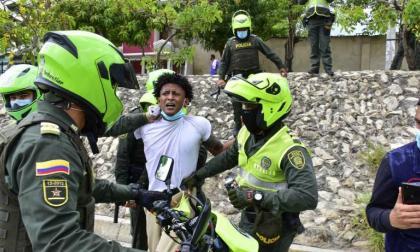Capturados en protestas no deben ser trasladados a estaciones de Policía