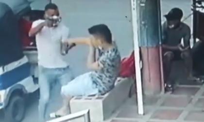 Delincuentes en moto carro atracan a dos jóvenes en Soledad