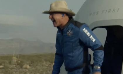 Jeff Bezos viaja con éxito al espacio en el cohete Blue Origin