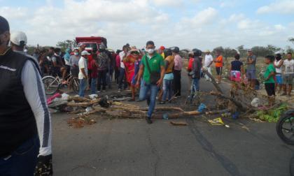 Bloqueos en la carretera que comunica a Riohacha con el sur de La Guajira