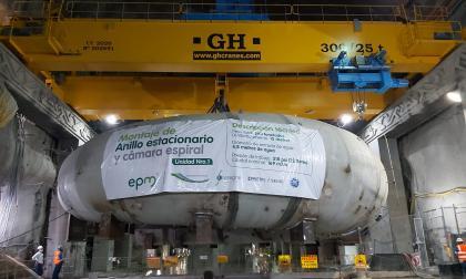 Instalan equipos conductores de agua a la primera turbina de Hidroituango