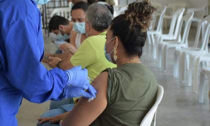 Se inicia vacunación en mayores de 18 años en municipios del Atlántico