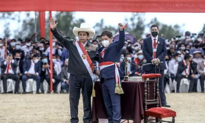 Fiscalía de Perú investiga a ministro del Interior tras recibir licencia