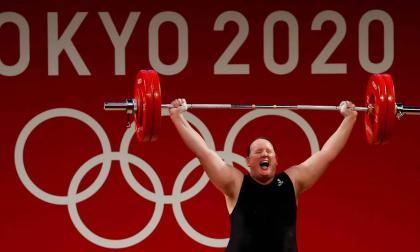 La primera atleta olímpica transgénero revela su intención de retirarse