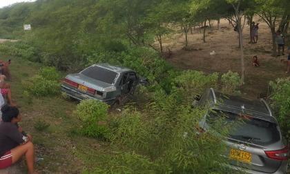 Choque de dos vehículos en La Guajira deja dos heridos