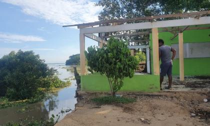 Salamineros lanzan llamado de auxilio por erosión en el puerto del ferry