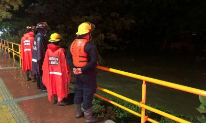Menor desapareció arrastrado por corriente de río Manzanares en Santa Marta