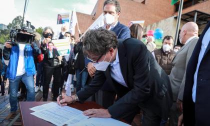 Alejandro Gaviria inscribió su candidatura presidencial