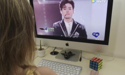 """China prohíbe programas de televisión donde participen hombres """"afeminados"""""""
