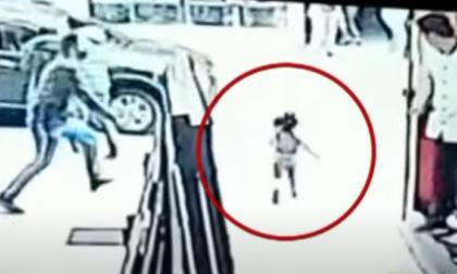 ¡Todo un héroe! Vigilante salvó a niña de ser atropellada por un carro en Pasto