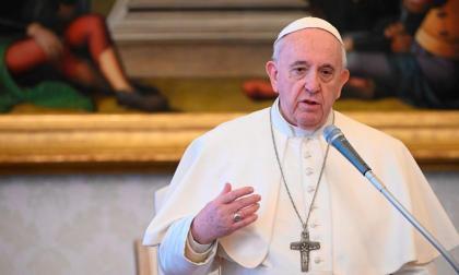 El papa Francisco pide que los países acojan a los afganos que buscan refugio