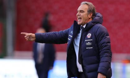 Chile piensa cómo reforzar su ataque ante Colombia por suspensión de Vargas