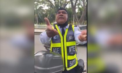 Agente de tránsito en Cali se enojó y amenazó por pedirle que usara tapabocas