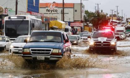 Lluvias del ciclón Olaf causan derrumbe y un muerto en el occidente de México