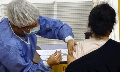 Experta cree que hay que investigar los cambios menstruales tras la vacuna
