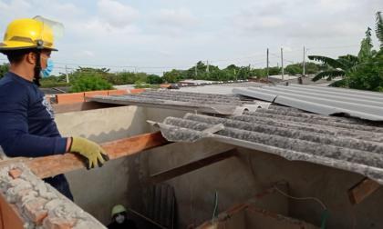 Atienden emergencias en dos barrios de Soledad tras fuertes brisas