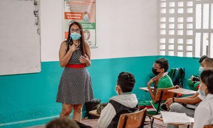 Ades invita a los docentes a vacunarse contra la covid1-19