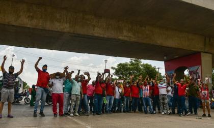 Conductores de buses bloquean prolongación Murillo: temen por sus vidas