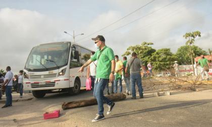 Suspenden servicio de Transmetro por protesta de buseteros