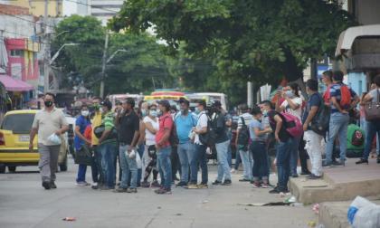 Autoridades reportan que persisten los bloqueos en ocho puntos del área metropolitana