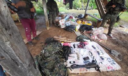 Fuerzas militares de Colombia y Ecuador destruyen comando de las disidencias