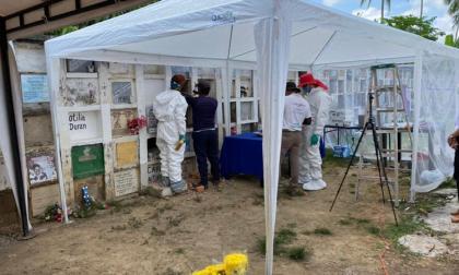 Buscan cuerpos de desaparecidos en el cementerio de Curumaní