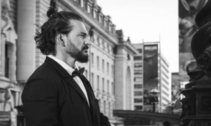 Con 'Yo me vi', Ricardo Arjona anuncia su álbum 'Negro'