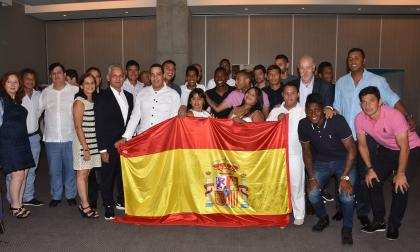 En imágenes   Vicente Del Bosque compartió con niños y jóvenes de Fides