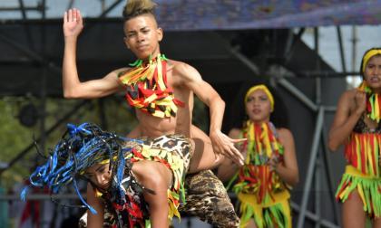 Así se vivió la Fiesta de Danzas en la Plaza de la Paz