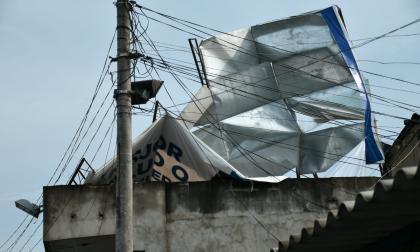 Casas destechadas y líneas caídas deja vendaval en Malambo