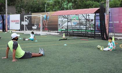 En imágenes | El protocolo de las escuelas de fútbol paso a paso