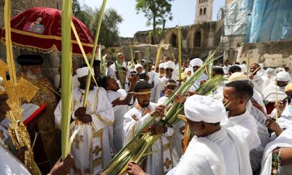 Cristianos ortodoxos celebran su procesión del domingo de ramos
