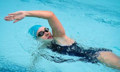 Cuatro estilos de natación para sumergirse en el agua