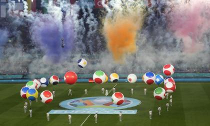 Andrea Bocelli emocionó al Olímpico de Roma en la inauguración de la Eurocopa