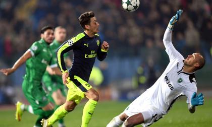 Acción de la jugada de Mesut Özil.