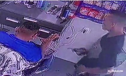 En video   Así quedó registrado atraco en barbería de Soledad 2000