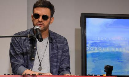 Axel presentó la balada 'Aire', acompañado solo de un piano, en #SesionesEH