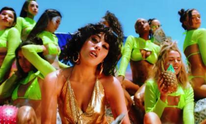 'Just A Stranger', el colorido video de Kali Uchis junto a Steve Lacy