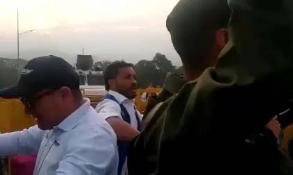 Así se entregaron los militares venezolanos en Cúcuta