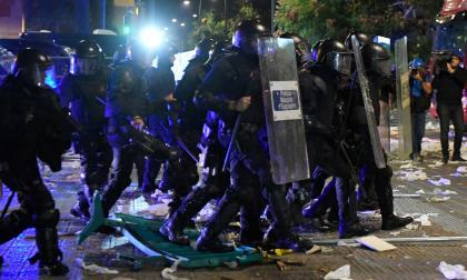 En video | Enfrentamientos con la Policía y quemas durante la protesta en Barcelona
