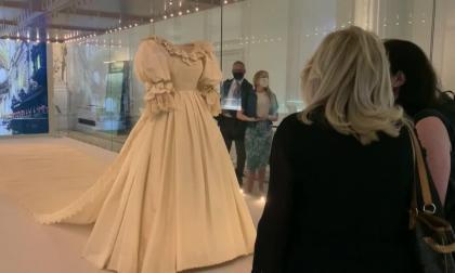 El icónico vestido de novia de Lady Di vuelve a brillar en Londres