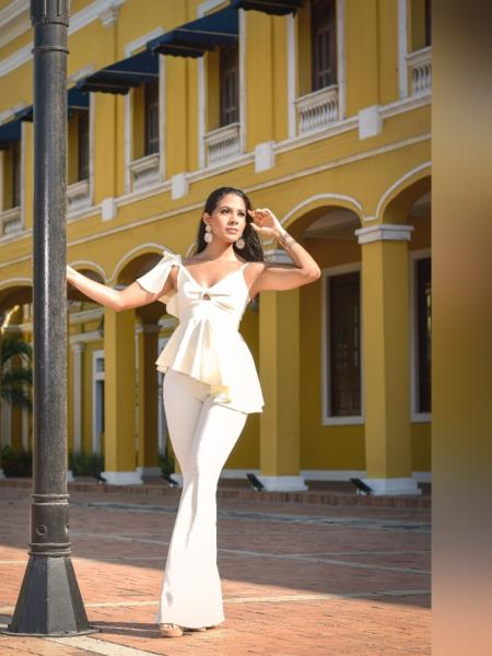 Linda Gómez, un repique de elegancia y folclor
